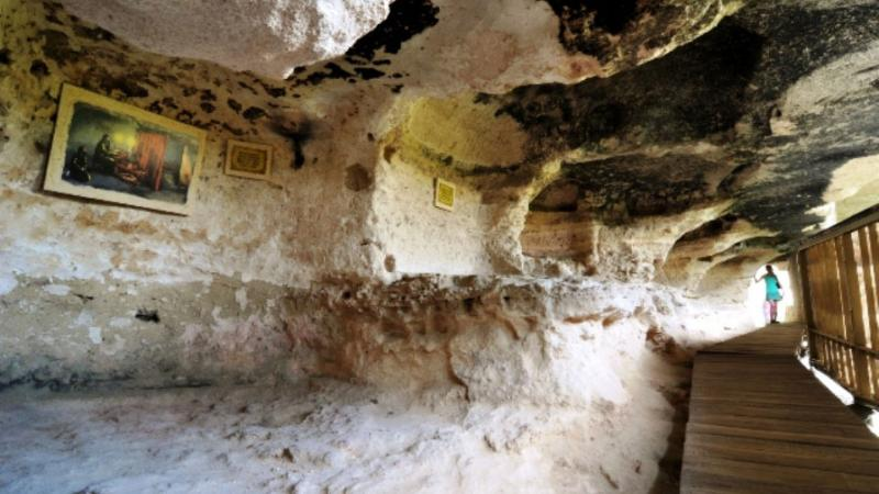 visiting-two-thousand-years-old-aladzha-rock-monastery-148